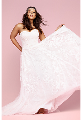 Plus size bride in lace wedding dress
